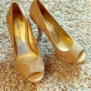 Antonio Melani size 7.5 tan leather upper heels